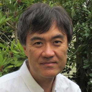 津田 佳明 氏