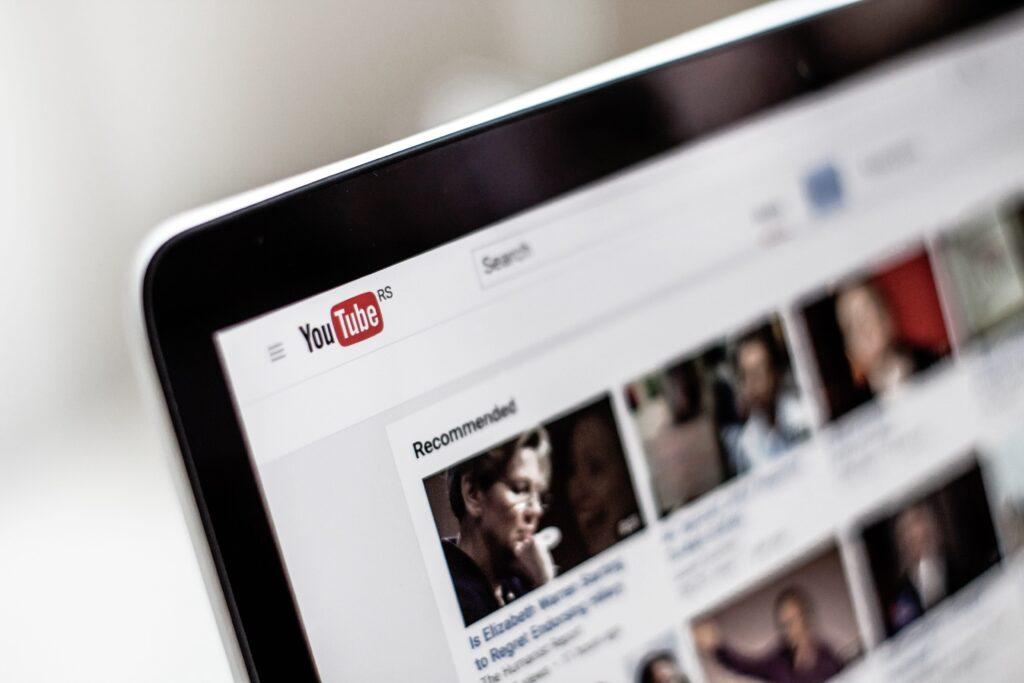 YouTube広告+Facebook広告